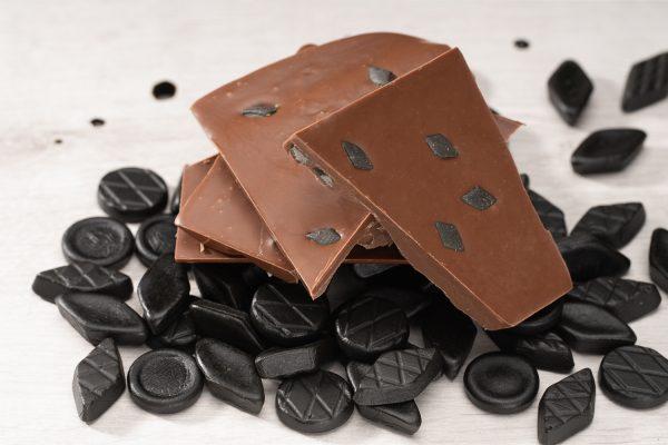 maitosuklaa salmiakki suklaalevy käsintehty suklaa oulu