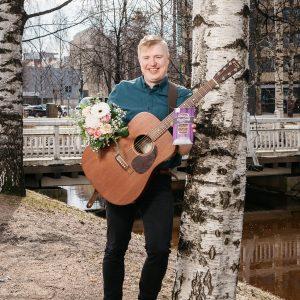 Äitienpäivä lahja yllätys suklaa musiikki kukkia oulu