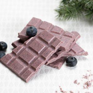 Käsintehty suklaa oulu valkosuklaa mustikka poliisi
